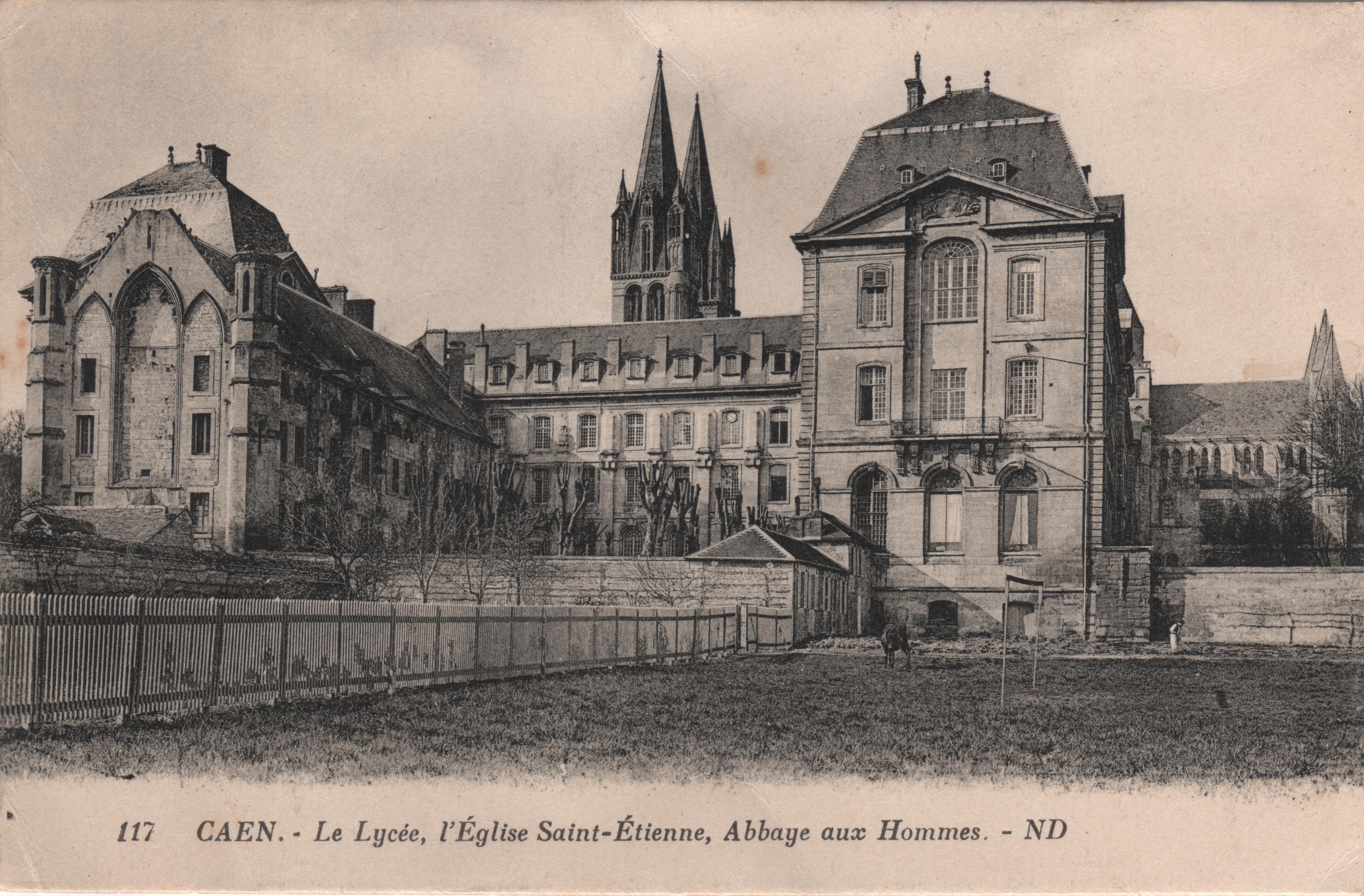 Premier terrain de football aménagé au Lycée en 1894