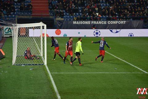 Schéma tactique : Garande innove en positionnant un joueur à l'intérieur du but.